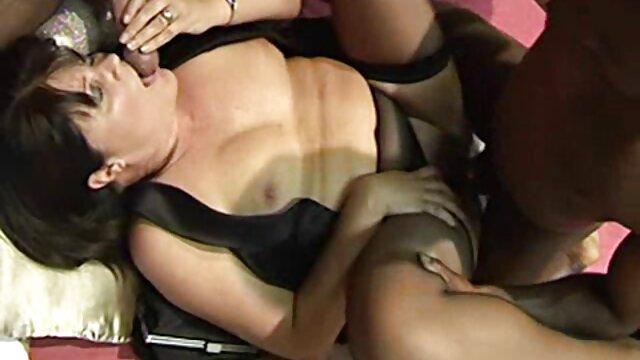 Porno sin registro  Morena tetona Angelica follada con un amteurlatino consolador de vidrio