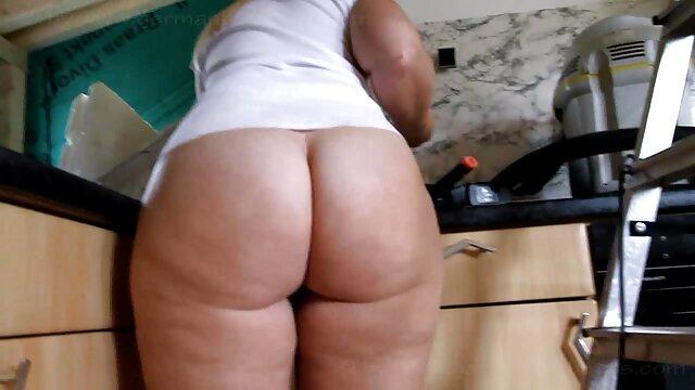 Porno sin registro  MILFs cornudos folladas por diferentes negros mientras su marido amatuer latino