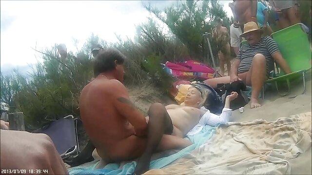 Porno sin registro  Chica tiene un tapón anal y un coño con los dedos videosamateurlatino