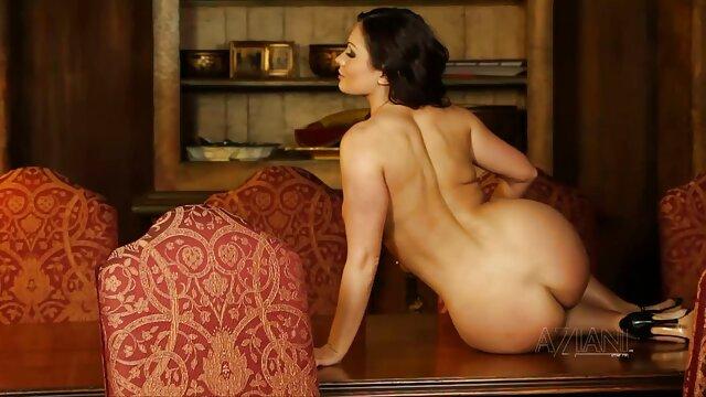 Porno sin registro  La puerta porno amateur lat entreabierta a la estrella puta