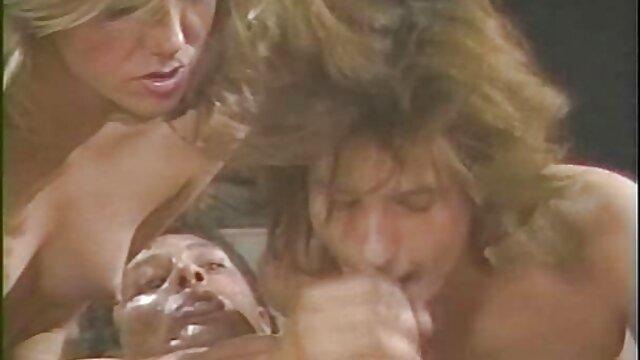 Porno sin registro  Sándwich sexo amateur latino rubio