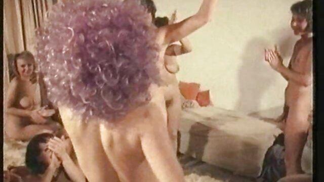 Porno sin registro  Adolescente amateur muele una gran polla amatuer latino mientras da un lapdance