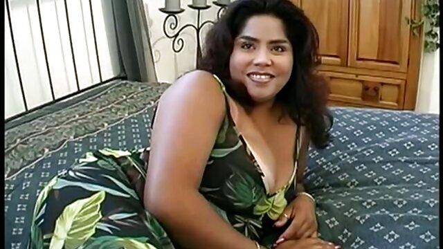 Porno sin registro  Sexy milf amateur latino xxx fuera de la acción
