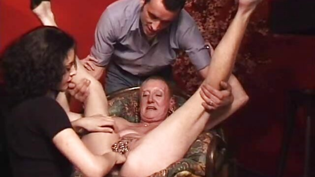 Porno sin registro  Tetona amateur MILF amateur xxx latino chupa y folla con facial