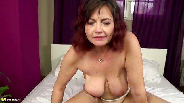 Porno sin registro  abofetea video amateur latino los pezones del trabajo y la polla de este títere
