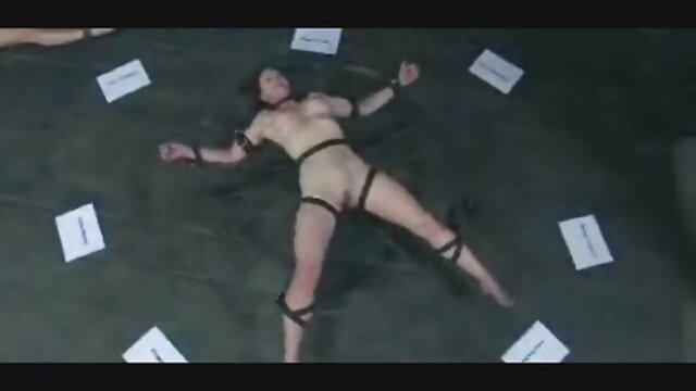 Porno sin registro  Rubia con lencería rosa abre porno ameteur latino el coño y el culo