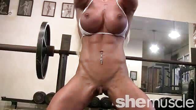 Porno sin registro  Pequeña chica amatuer latino follada con una polla y perlas de juguete