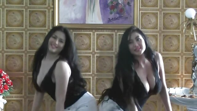 Porno sin registro  Morena sensual Tiffany Taylor montando amater latino una polla al aire libre