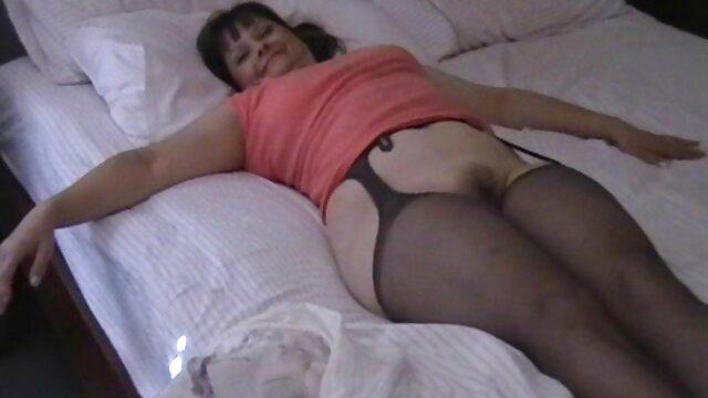 Porno sin registro  Sandra jovencita caliente amateu latino masturbándose