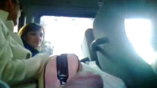 Porno sin registro  Hermosa MILF desnudada por un videosamateurlatino oficial