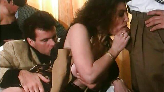 Porno sin registro  La hermosa jovencita Juna lo da todo en su primer amayeurlatino elenco