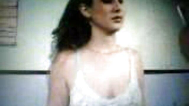 Porno sin registro  Viejo viendo como un porni amateur latino extraño se folla a su joven esposa